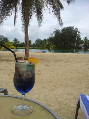Holiday Inn Resort Vanuatu: cocktail of the day by the lagoon