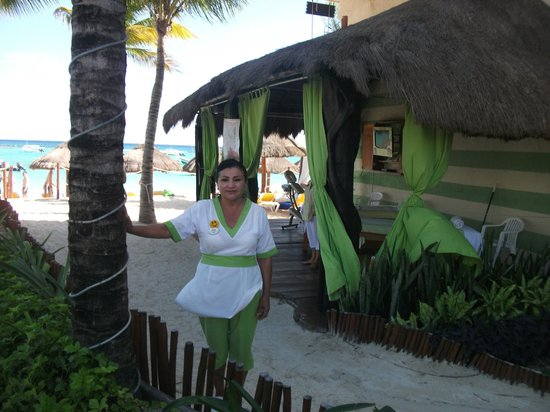 The Reef Coco Beach: Bety and the outdoor spa area