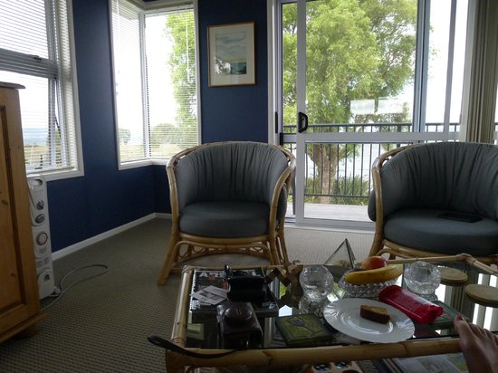 Shula's Lake House : upstairs Suite (and balcony beyond)
