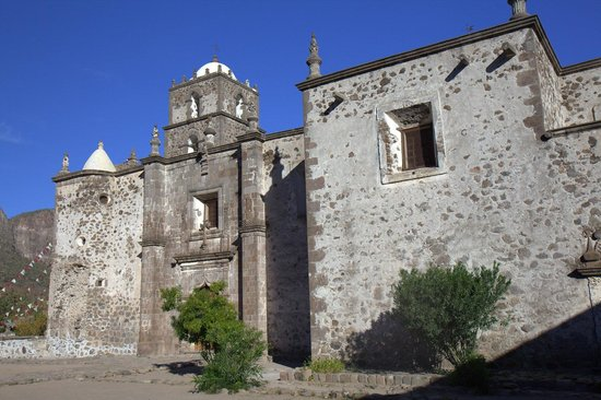 Mission San Javier: The outside stone facade is amazing