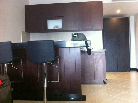 Kuta Town House Apartments: Within the room - the minibar, kitchen area