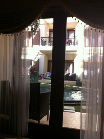 Kuta Townhouse Apartments : View from within the room - a door step away to the pool