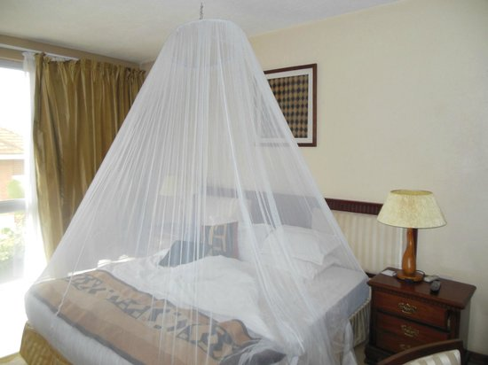 Humura Resorts: Mosquito net in place