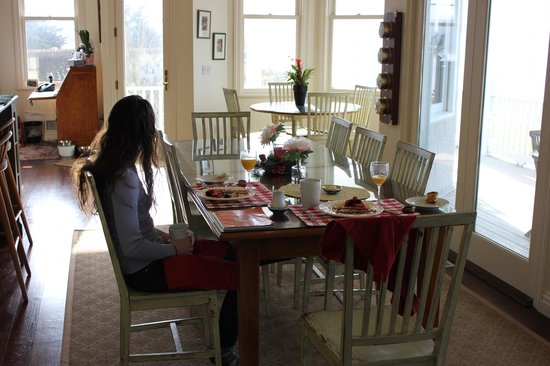 سي تك كوف هاوس ووترفرونت بي آند بي: Breakfast musings - pancakes & pondering 
