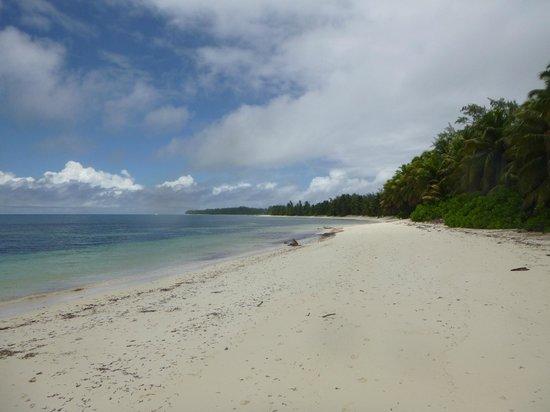 Desroches Island : Beach near villa