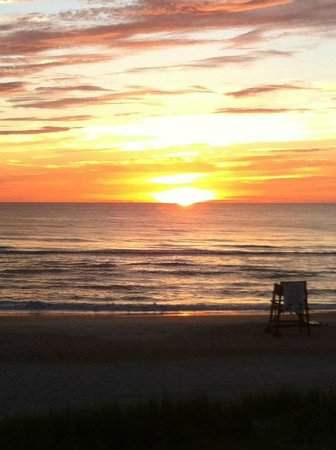 كورال ساندز إن: Beautiful Summer Sunrise at Coral Sands Inn and Seaside Cottages 