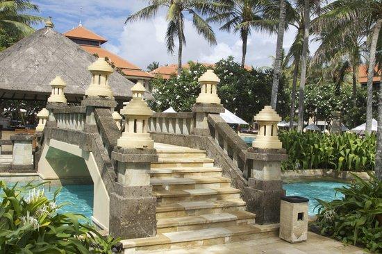 Conrad Bali: Pool Bridge