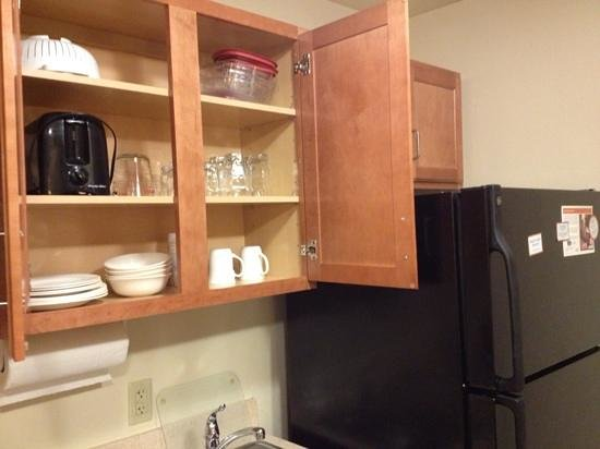 Candlewood Suites Springfield: fully stocked cabinets