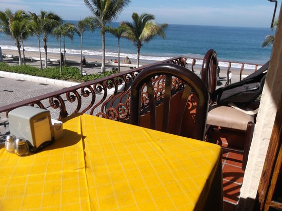 La Chata: A table with a view of the Malecon and bay