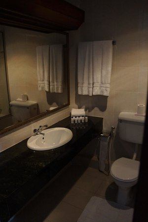 Queens Hotel Kandy: Salle de bain du Queen's