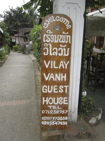 Vilayvang Guest House: In front of the hotel