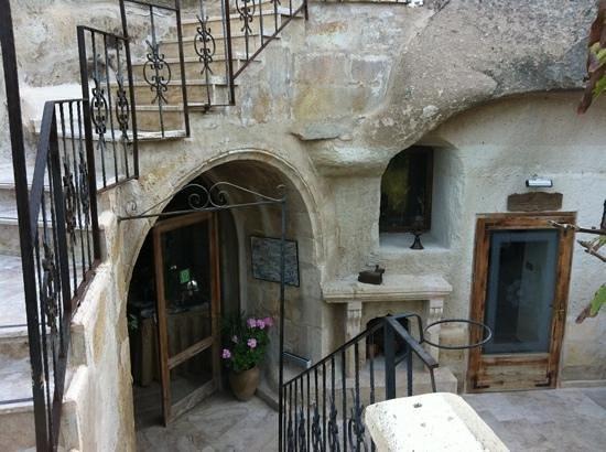 Gamirasu Cave Hotel: Entrada a lobby by DKorazon