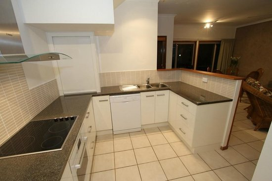Montage Beach Apartments: Modern kitchens
