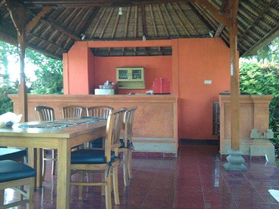 Villa Gading: Beachfront dining room/bar