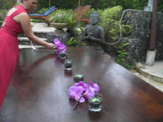 Jepun Bali Villa: Decorating the table