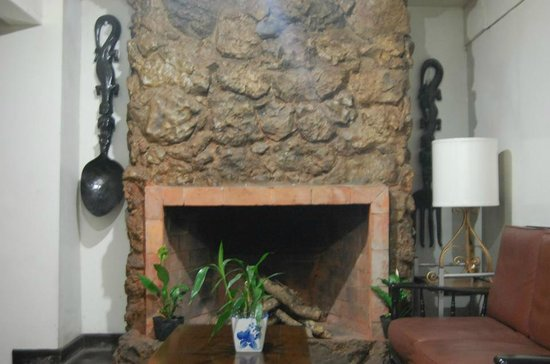 Inn Rocio: Basement fireplace