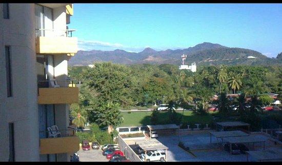 Hotel Fontan Ixtapa: Vista al pueblo desde la habitacion