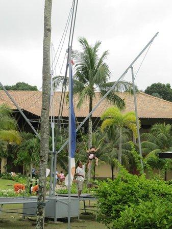 Nirwana Gardens - Nirwana Resort Hotel: Trampoline