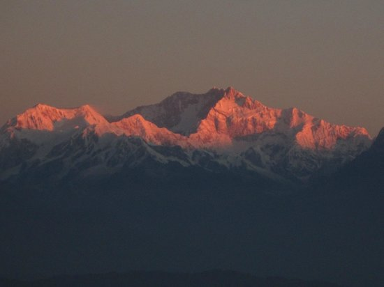 Darjeeling - Khush Alaya, A Sterling Holidays Resort: Golden Sunrise the reason why it is called Kanchen-junga
