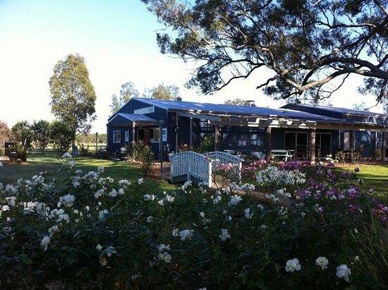 Emma's Cottage Vineyard: Emma's Garden