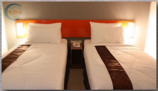 City One Hotel Lamper: BED