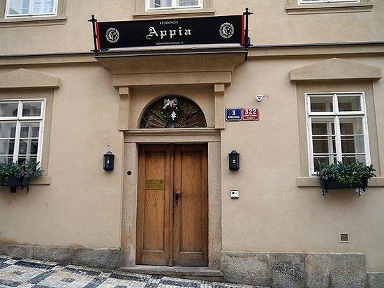 Appia Hotel Residences: ホテル入口entrance