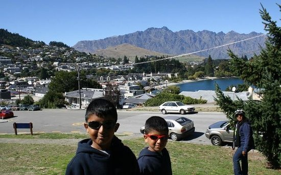 Queenstown Lakeview Holiday Park: Lake view.