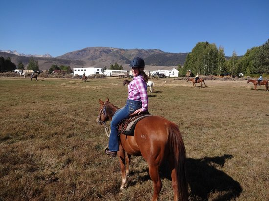 Hunewill Guest Ranch : riding across the pastures
