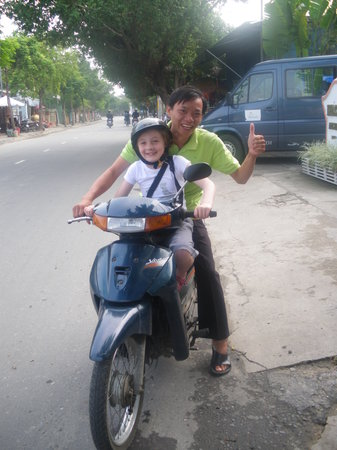 Coconut Tours: Phuoc drove our wee girl to the market to meet up with us!