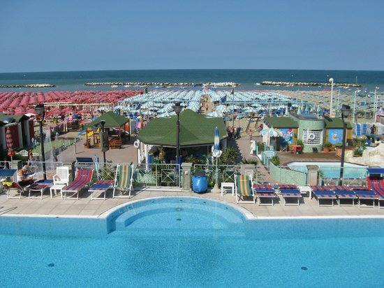 Hotel Sayonara Cattolica: Piscina dell'hotel