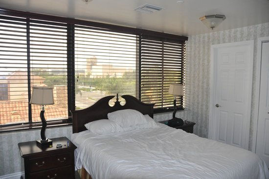 Carousel Inn and Suites: Bedroom 1