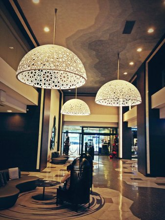 Le Meridien Hotel: The stunning Lobby