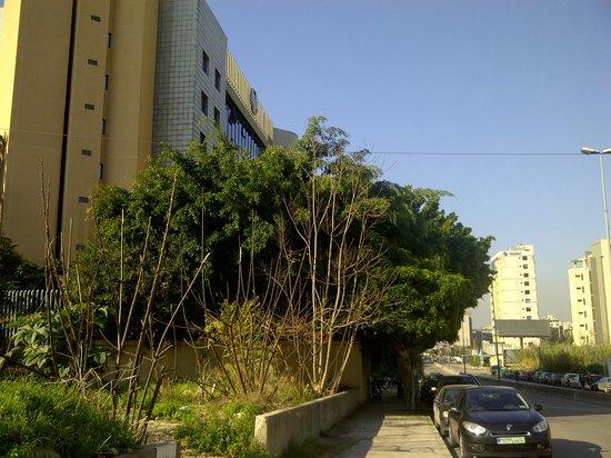 Lancaster Tamar Hotel: Front/ main road