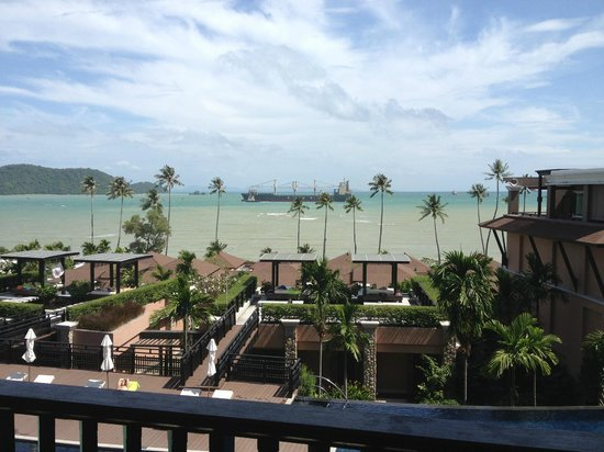 Radisson Blu Plaza Resort Phuket Panwa Beach: Room with sea view after I complained