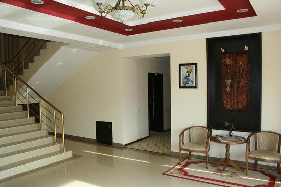 Hotel Rahnamo: Lobby