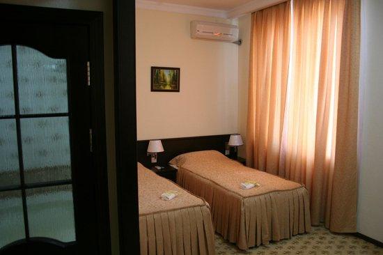 Hotel Rahnamo
