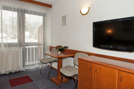 Hotel-Pension Tripic: Balcony, flat tv
