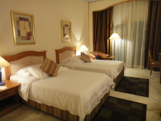 Movenpick Hotel Cairo-Media City: Twin room