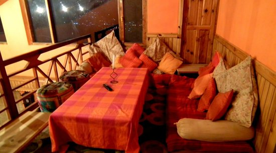 Sojourn Homes & Cottages: tv area