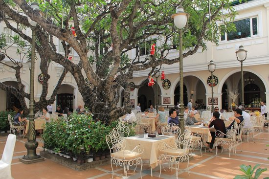 Hotel Continental Saigon: Breakfast courtyard
