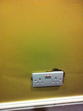 Wedgewood Hotel: electrical sockets falling off the wall