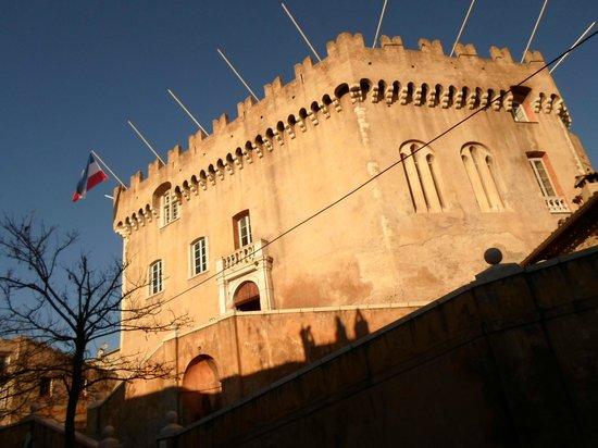Chateau Grimaldi Musee d'Art Moderne Mediterraneen