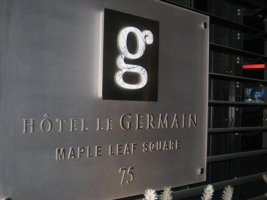 Hotel Le Germain Maple Leaf Square : Front of hotel