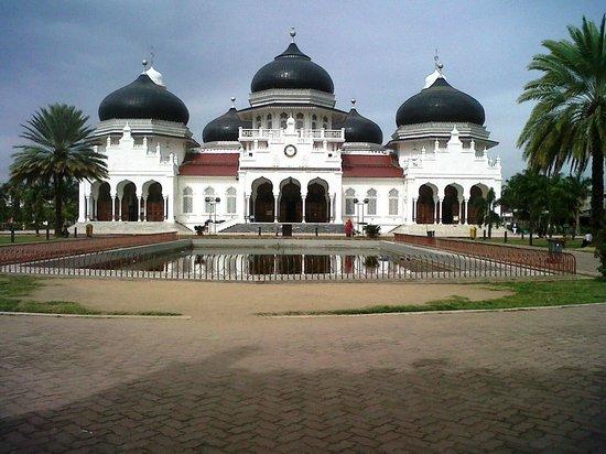 Baiturrahman Grand Mosque : Masjid Baiturrahman