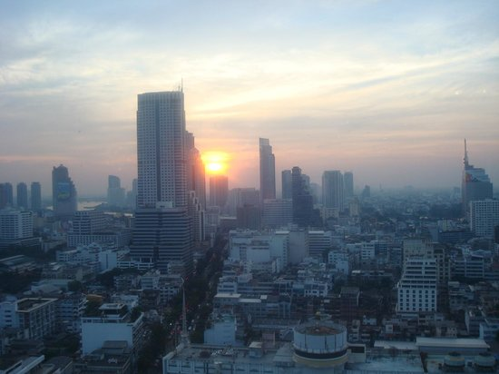 โรงแรมพูลแมน กรุงเทพ จี: Sunset from the executive lounge