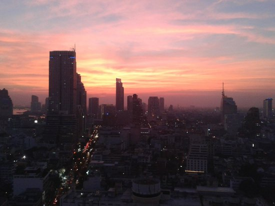 Pullman Bangkok Hotel G: Sunset from executive lounge