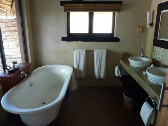 Three Cities Madikwe River Lodge : bathroom