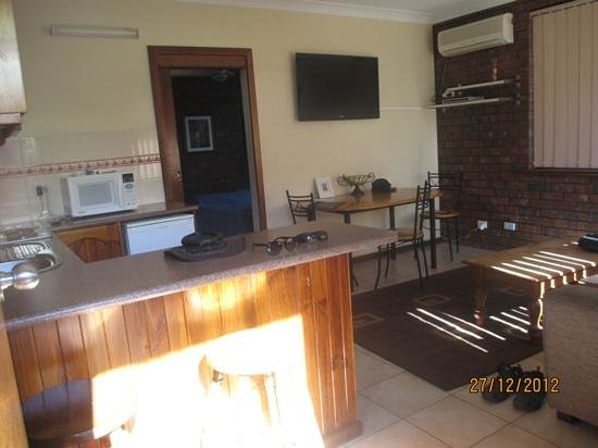 Glenelg Gateway Apartments: very spacious home away from home