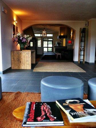 Hotel Terre di Casole: The lobby