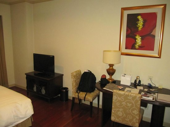 Green Court Serviced Apartment: LCD TV with workarea incl high speed wifi